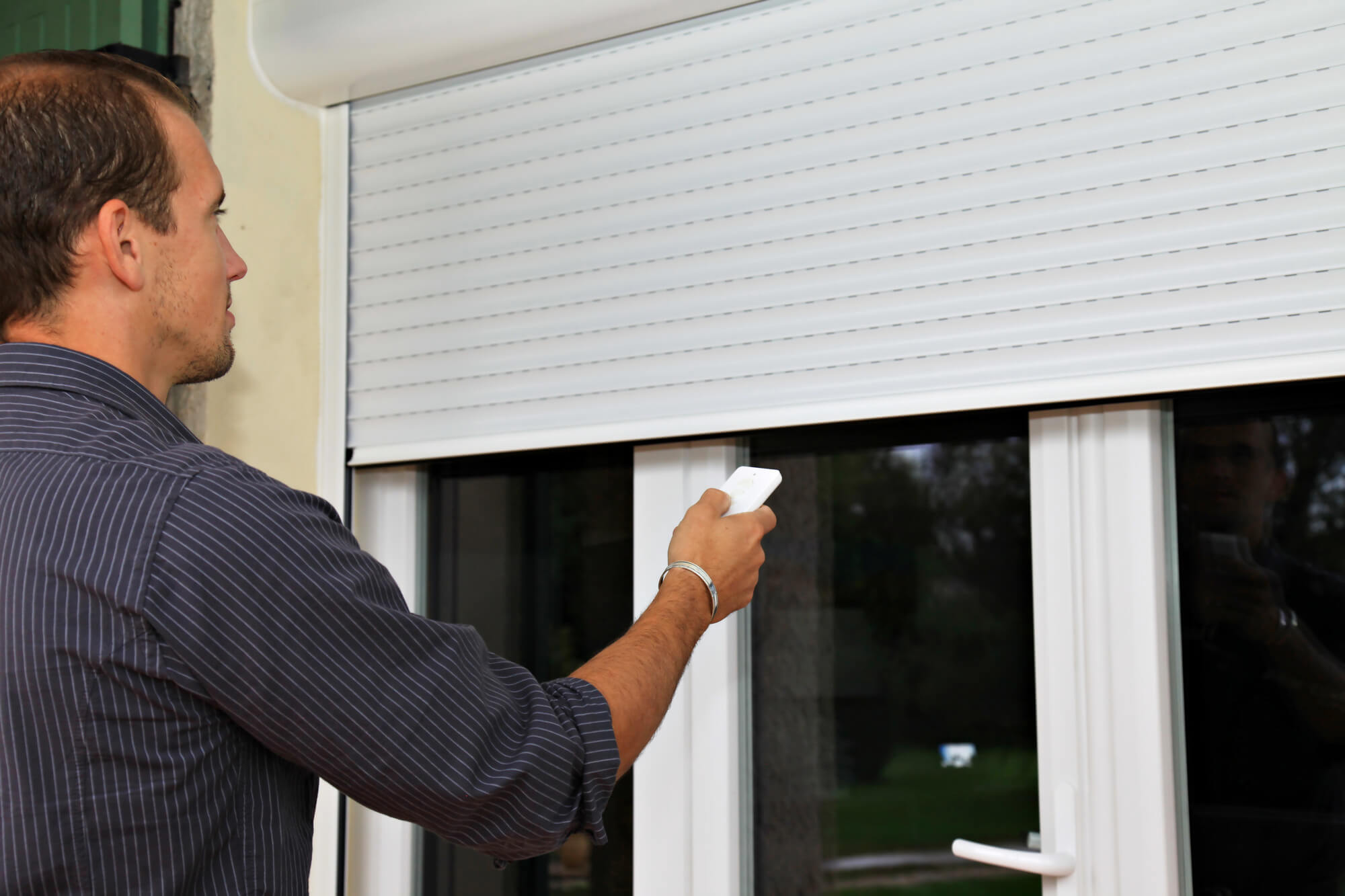 5 Benefits of Investing in Motorized Shades for Your Home